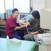 「痛みを目で見る」ために、エコー(超音波画像診断装置)があります。